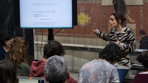 Eines per construir narratives digitals en línia