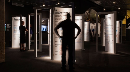 Visita comentada a la exposición «Piso Piloto. Medellín - Barcelona»