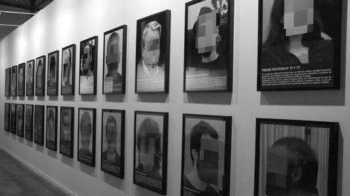 Instal·lació «Presos polítics a l'Espanya contemporània» de Santiago Sierra