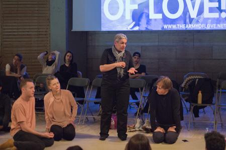 Army of Love: presentación y sesión de reclutamiento