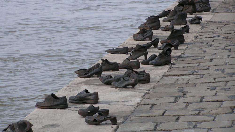 Monumento al holocausto en Budapest - Creative Commons - Neil Hooting via flickr