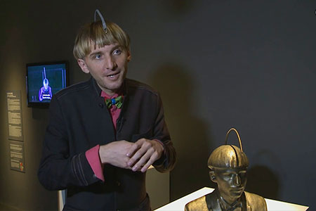 "Neil Harbisson talks about the ""Soundcromatic head"" (Cyborg Foundation)"