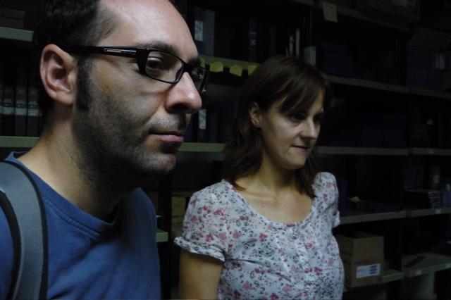 Antoni Pinent,  comissari del programa i Rosa  Cardona, conservadora de la Filmoteca de  Catalunya, repassen les còpies  de les pel•lícules abans d'enviar-les a  Melbourne, primera ciutat on es  projectarà el cicle.