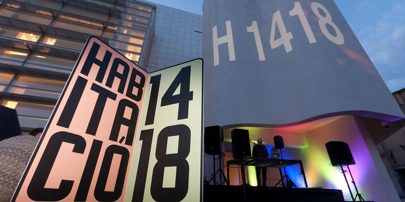 Image of: Habitació 1418. 360 degrees, 14 minutes, 18 seconds