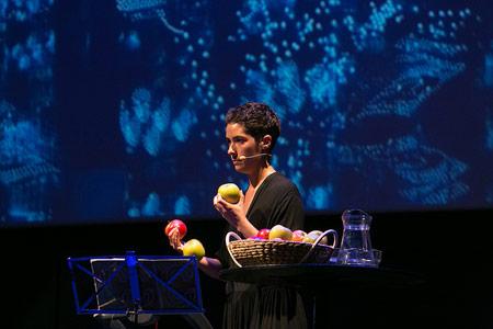 Performance poética con Sílvia Bel y Xavi Lloses
