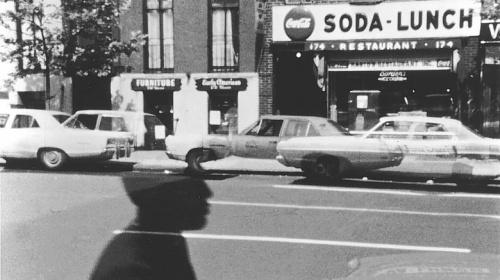 La calle era feliz cuando iluminaba sus fantasmas. El cine de Ernie Gehr