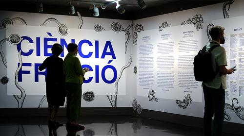 Visita a la exposición «Ciencia fricción. Vida entre especies compañeras»