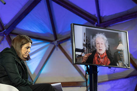 Margaret Atwood y Anna Guitart