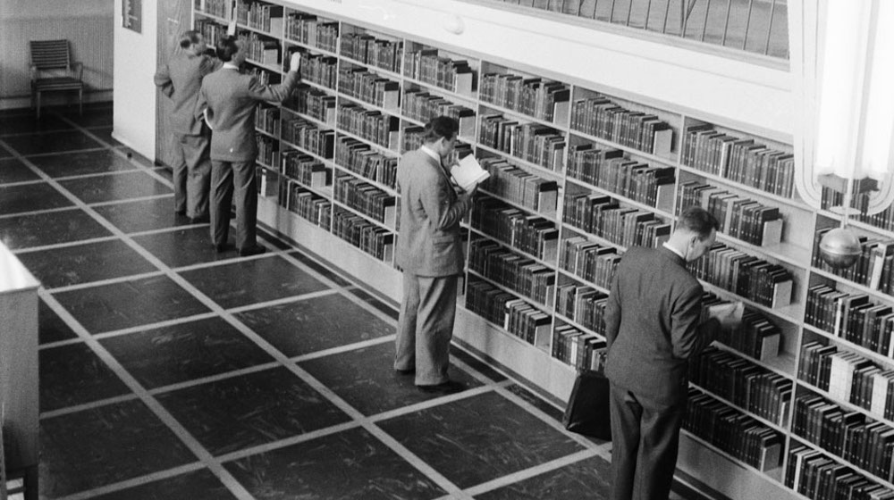 Men at a public library in Malmö 1949
