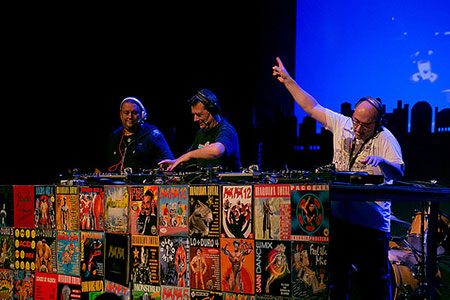 Josep Maria Castells, Toni Peret y Mike Platinas