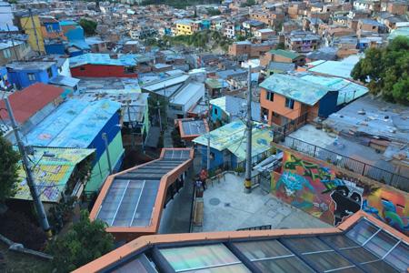 Un recorregut per Medellín, una ciutat en transformació amb els Amics CCCB