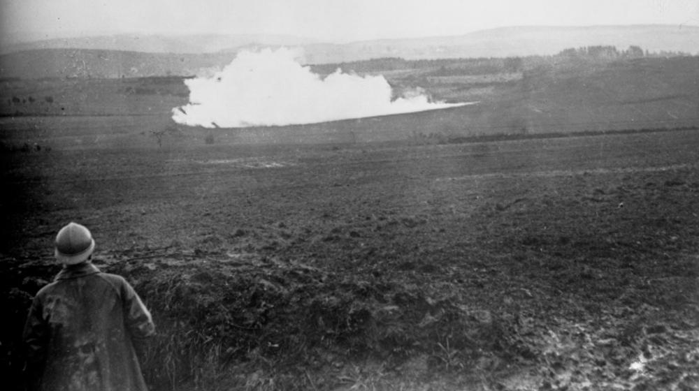 Explosión de una mina vista desde el frente francés durante la Primera Guerra Mundial, 1916, Biblioteca Nacional de Francia